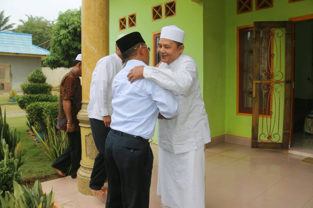 HM. Harris Manfaatkan Hari Libur Mohon Do'a Restu untuk Riau Satu