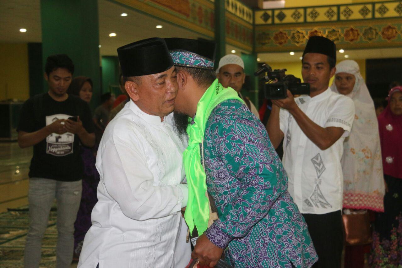 Dari Asrama Haji Batam, Bupati Pelalawan Lepas Jemaah Haji