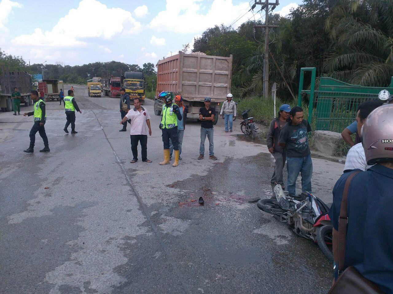Dump Truck Gilas Wanita Pengendera Sepeda Motor, Kaki Patah dan Hancur