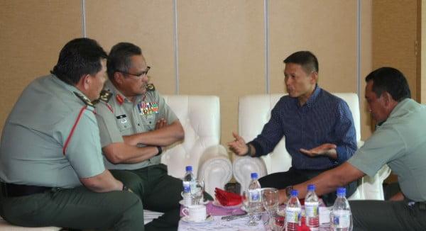 Tiba di Kuching, Pangdam XII/Tpr dan Rombongan Disambut Panglima Medan Timur TDM
