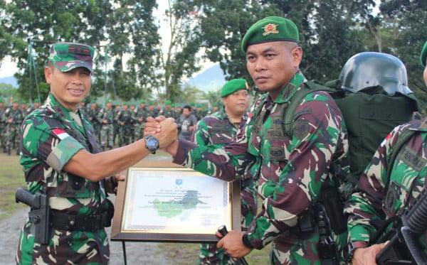 Pangdam XII/Tpr Pimpin Upacara Penerimaan Satgas Pamtas Yonmek 643/Wns