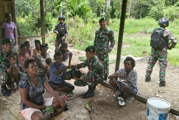 Cegah Pengaruh KKSB, Satgas Pamrahwan Yonif 754/ENK Kostrad Lakukan Patroli di Pedalaman Papua