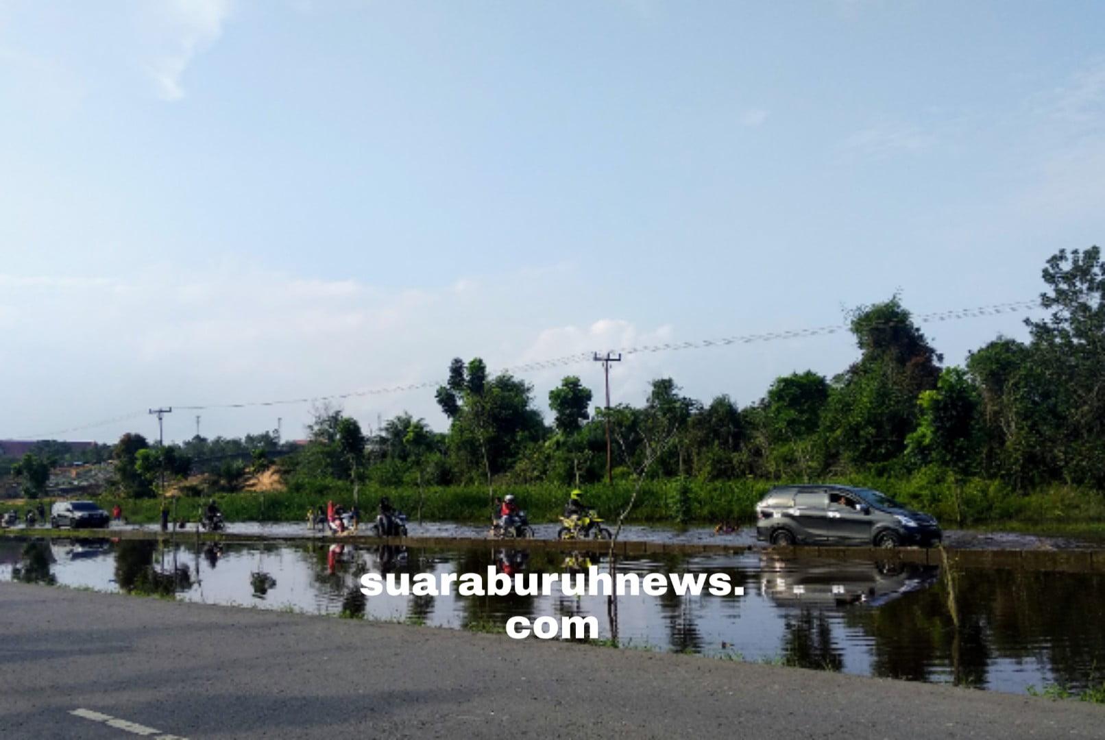 Banjir Terus Naik, Jalan Menuju Kantor Bupati Digenangi Air