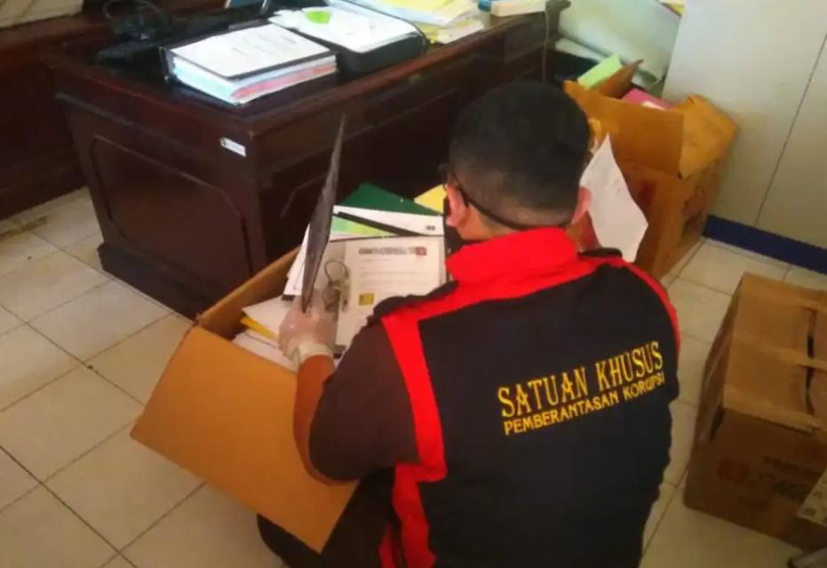 Kantor Dinas Pendidikan Riau Digeledah Satuan Khusus Kejati, Dikawal Brimob