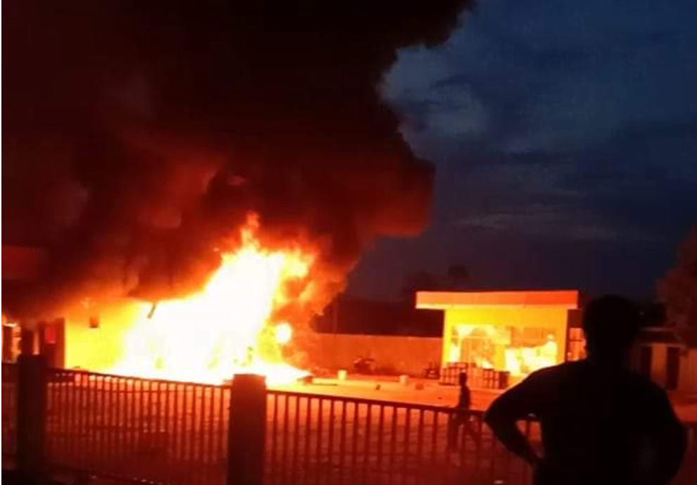 Sedang Mmengisi BBM, SPBU Tiba-tiba Terbakar Warga Berhamburan