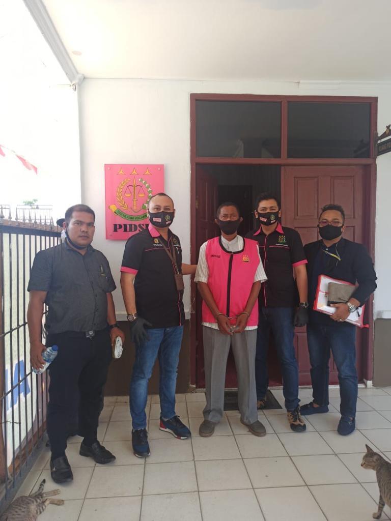 Dugaan Korupsi Rp 900 Juta Lebih Mantan Kepala Desa Sungai Upih Ditahan Kejari Pelalawan